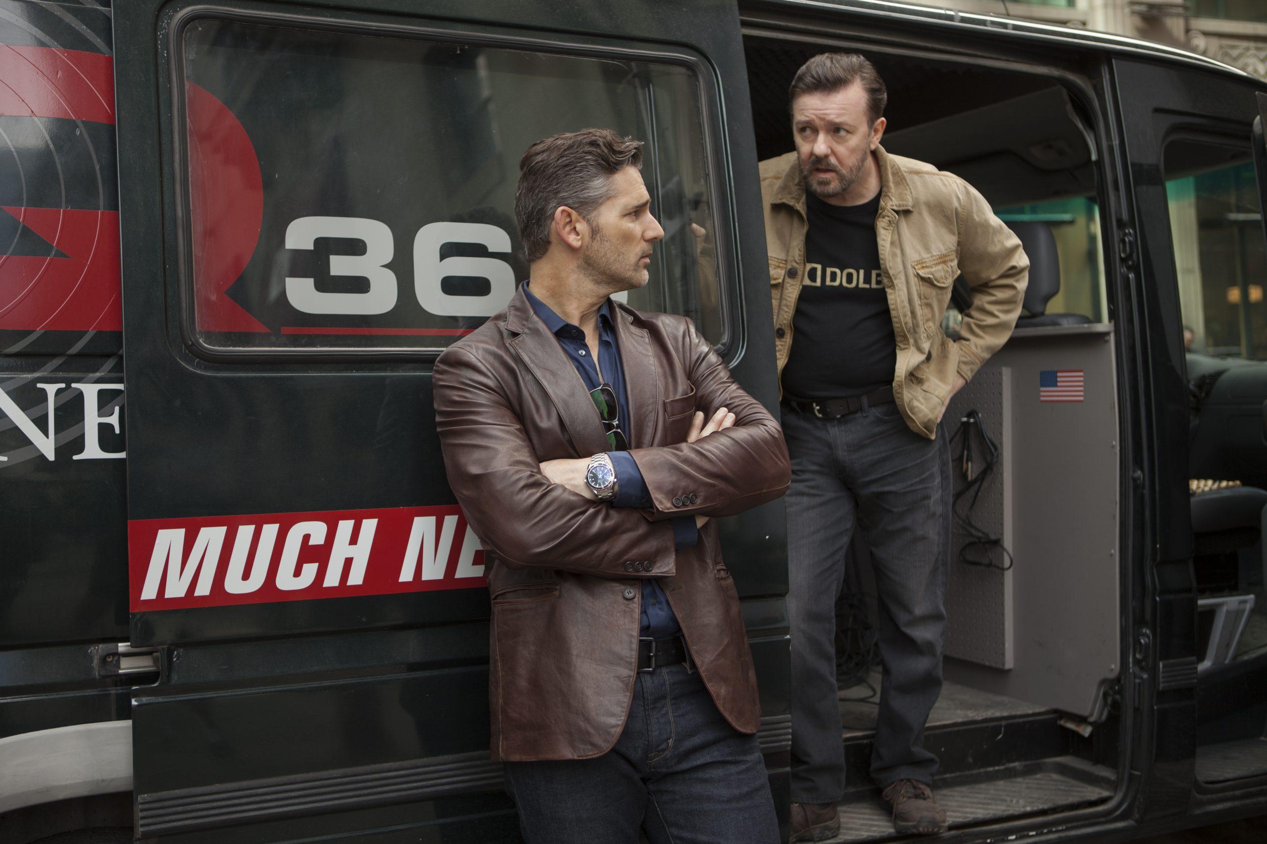 De izquierda a derecha, Eric Bana y Ricky Gervais