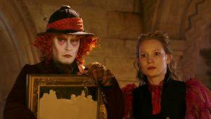 Mia Wasikowska y Johnny Depp,