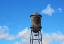 Torre insignia WB Hollywood