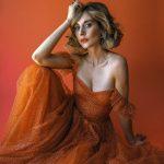 Alison-Brie-in-LadyGunn-Magazine-04