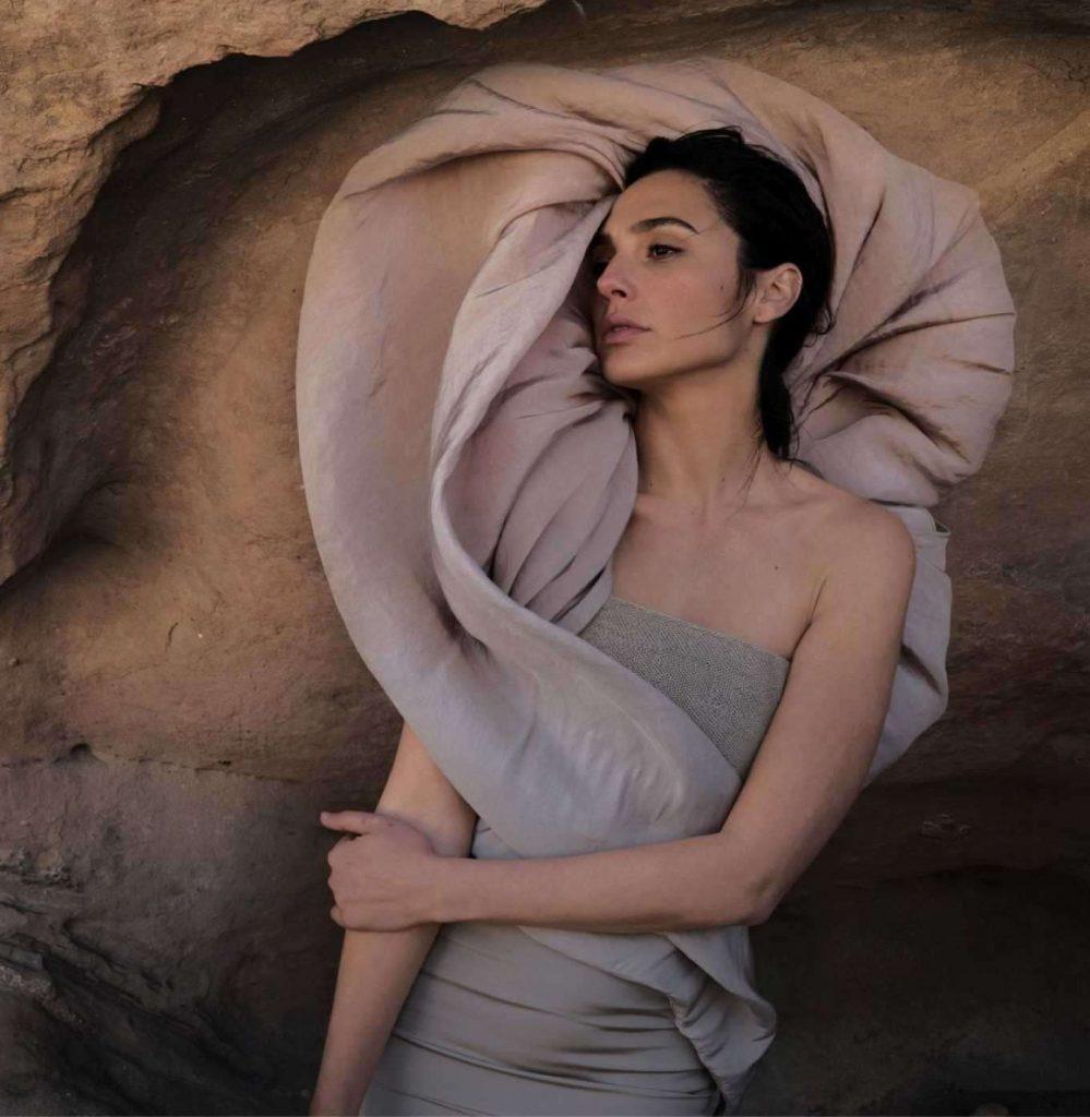 Gal-Gadot-in-Vogue-Magazine-06