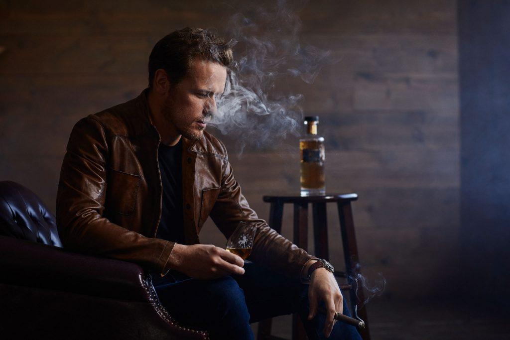 Sam-Heughan-Cigar-Spirits-04