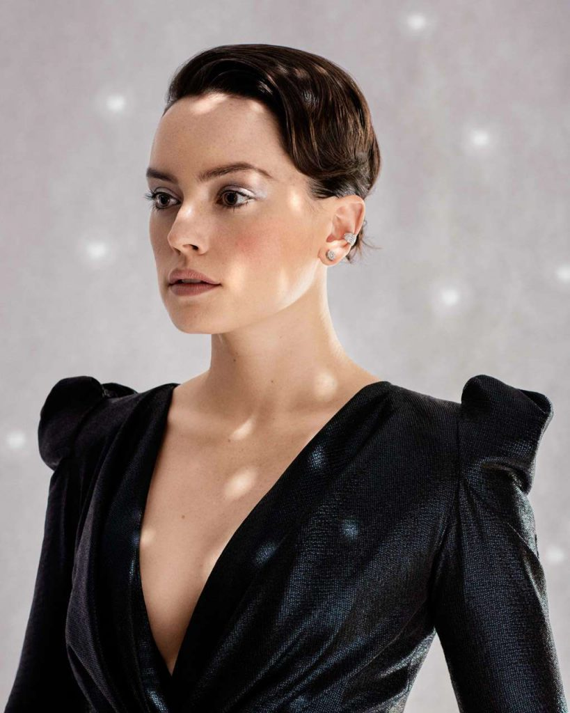 Daisy-Ridley-in-The-Guardian-Weekend-Magazine-02