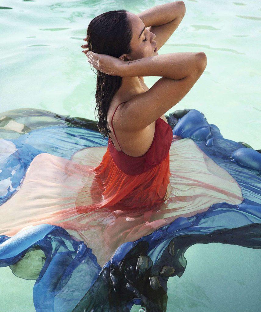Eiza-Gonzalez-in-S-Moda-07